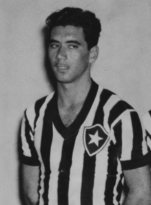 nilton-santos-idolo-do-botafogo-e-da-selecao-brasileira-morreu-no-dia-27-de-novembro-em-decorrencia-de-uma-insuficiencia-cardiaca-e-respiratoria-1385578724075_754x1024