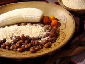 farinha de muceque com feijão e banana